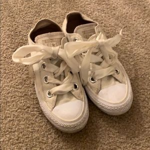 Converse sneakers size 6